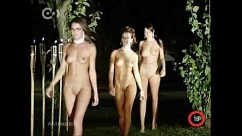 nude catwalk on aktmodell