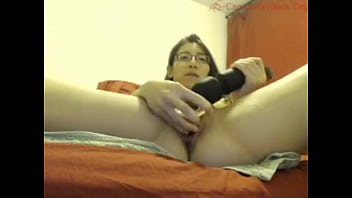 Asian webcam girl is addicted to pounding her pussy with dildos until she squirts