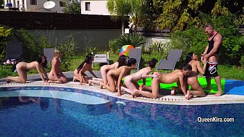 Lucky man fuck in throat Kira Queen and her girlfriends at the pool [럭키가이 lucky guy]