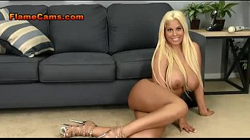 Curvy Beach Blonde In Heels Gets Naked