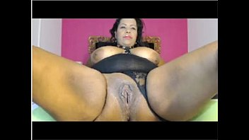 BBW hottie abuses her pussy on webcam