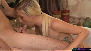 Glam masseuse sixtynined by her client