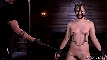 Babe in leather mask gets whipped