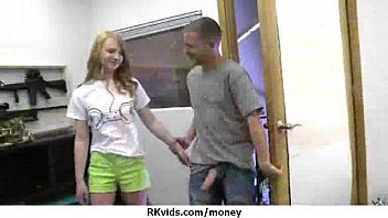 Amateur Chick Takes Money For A Fuck 14 5分钟