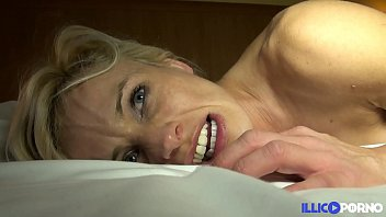 Cougar sexy veut se faire démonter [Full Video] porno izle