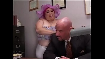 Bald man has special appraisal criteria in searching of his assistant and over-meat with pink hair SinDee Williams wants to try to get that chance