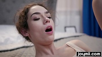 Joymii- incredible Arwen Gold squirts all over her boyfriend image