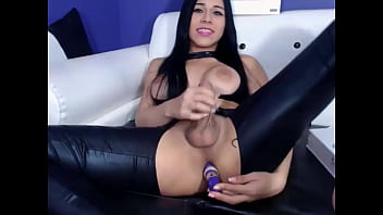 Tasty shemale in latex with buttplug wanking dick on webcam