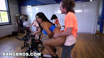 Perfect Babe gets fucked on Bike