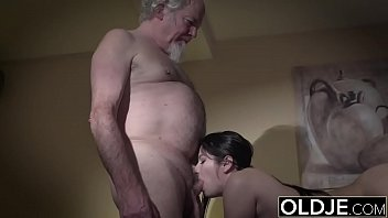 Teen seducing and having sex with old man for the first time