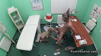 Filme Super Sexi Blonda Face Sex Cu Doctor Care Are Pula Stramba