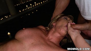 Attractive MILF Amy Getting a Sernsual Massage and a Dick Vorschaubild