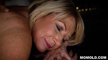 Attractive MILF Amy Getting a Sernsual Massage and a Dick porno izle