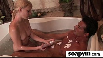 Soapy Massage and Shower Blowjob 5 5分钟