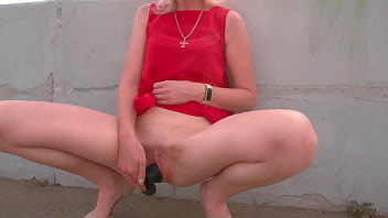 Walk on public promenade with huge anal plug in pussy