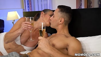 Aging Mariana surprises young stud in bed