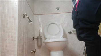the heavy quarantine in a small house: I spend the days on the toilet صورة