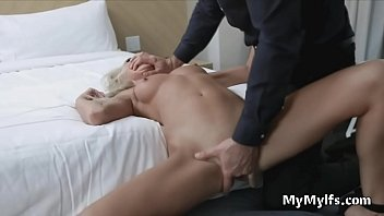 Milf for fucking as welcome gift on work trip 6分钟