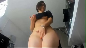Horny Canadian Amateur Girl With Booty Ass