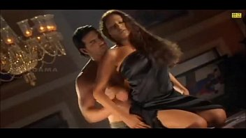 Bipasha hot sex scene in bed