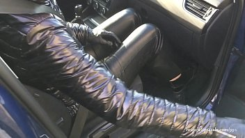 Streaming Video Wife in leather trousers and shiny jacket (video via smartphone) - XLXX.video