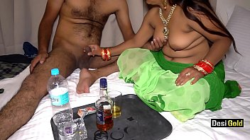 Sexy gold stellitoes Indian randi enjoy sex with drink at farmhouse