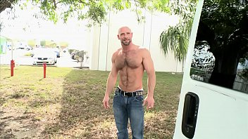 Free gay ex videos Bait bus - beefcake stud dirk willis gets his powerful cock sucked by kyro newport