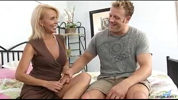 Mature cougar excited to get fucked