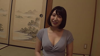 """https://bit.ly/3mMnNpp """"Is it okay to be an aunt for the first time?"""" G cup or more! A beautiful wife with big breasts challenges a mixed bathing with a virgin and a towel![Part 3]"""