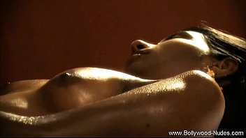 Oil Massage For Ebony Beauty