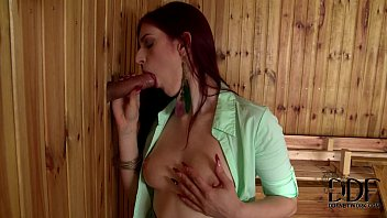 Mira Sunset Gives A Hot Blowjob Through A Sauna's Glory Hole Vorschaubild