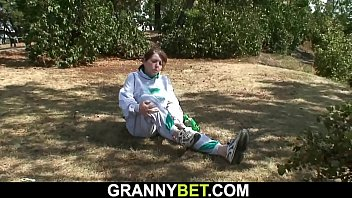 Guy helps injured busty hairy pussy granny 6 min