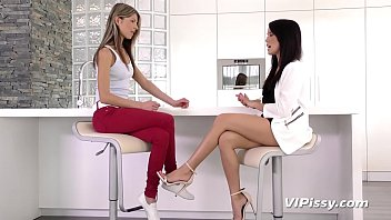 Kinky Beauties Bond Over Pissing