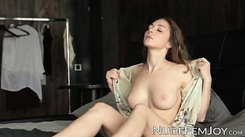Gorgeous Natural Tits Emerald Soft Teasing Herself In Bed