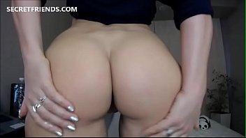 PAWG Milf showing perfect ass
