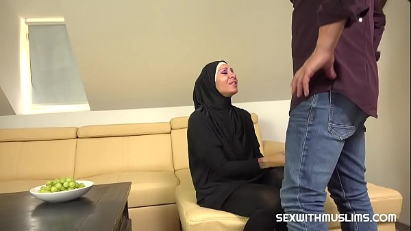 Muslim girl caught texting another guy gets ham...