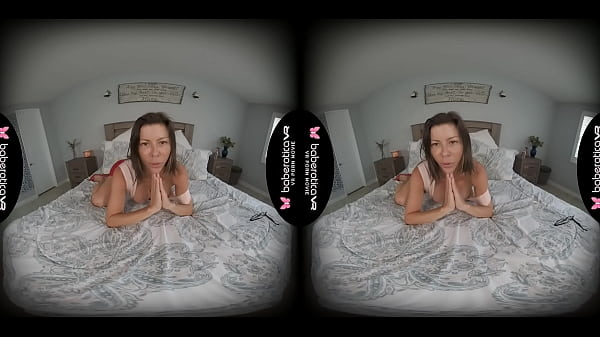Solo milf, Alexis Fawx is masturbating at home, in VR