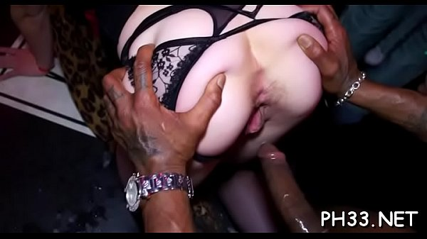 Gals wants to fuck the army dancer