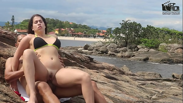 Couple Badarox will take a sea bath and ends up fucking on the edge of the beach. Manu Fox. (Complete on Xvideos Red) Thumb