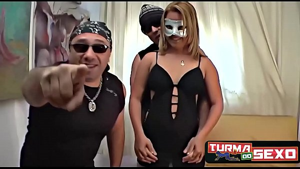 Married blonde comes to gift her husband cheating on him with the Sex Gang - Frotinha Porn Star