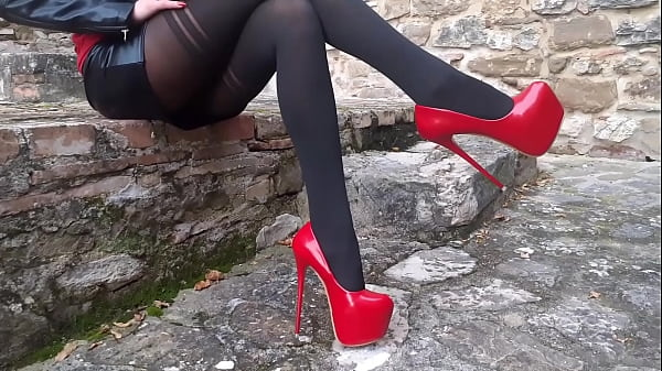 Laura XXX on high heels and stockings sitted