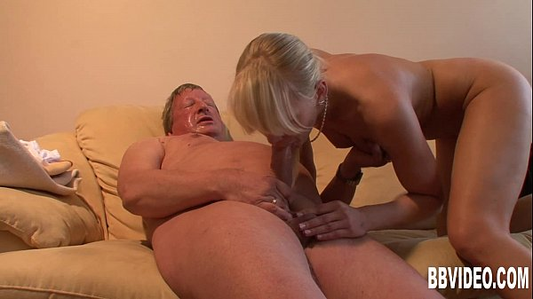 German couple fucking for an old slag Thumb