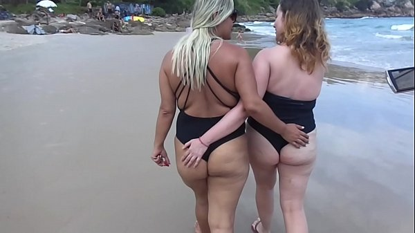 Two hot babes recognized us on the beach and asked for a free sample !!! Paty Butt - Melissa Alecxander - The Toro De Oro - Roberto Alecxander
