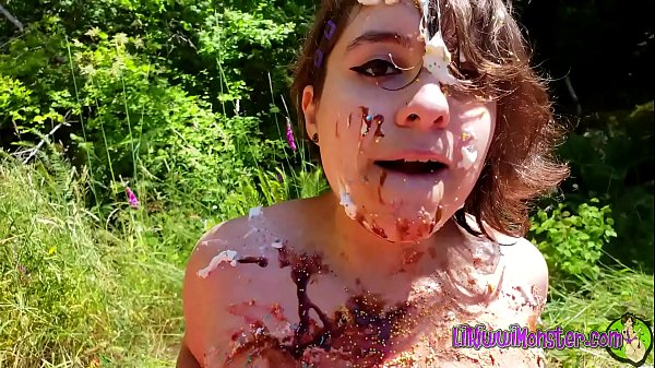 PAWG smashes CAKE under huge ASS to celebrate birthday! *Full version on Xvideos RED* Thumb