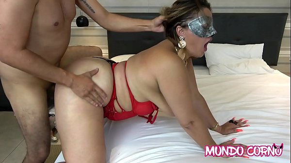 MATURE WIFE FUCKED PUSSY ON ACTOR'S BIG COCK
