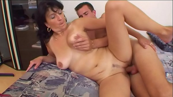 Aunt Vera comes to visit and the fuck starts