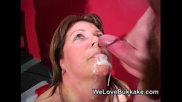 Shooting cumshots into mature womans mouth Thumb
