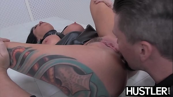 Goth MILF Lola Luscious pussy ravaged with dick and toys