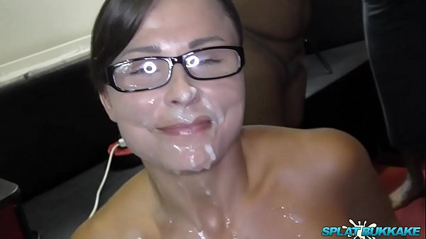 Sweet Jamie Rae sucks cocks in a bukkake Thumb