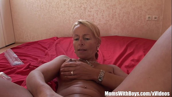 Blonde Mature Hottie Plays With Dildo And Toys Thumb